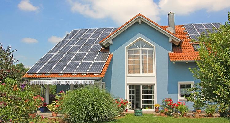 Solarstromspeicher im Privathaushalt werden wirtschaftlich