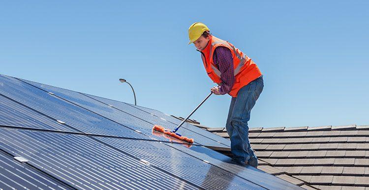 Photovoltaik-Reinigung: Eine wichtige Maßnahme für Anlagenbetreiber