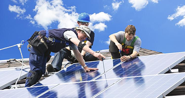 Fast zehn Millionen Arbeitsplätze durch Erneuerbare Energien