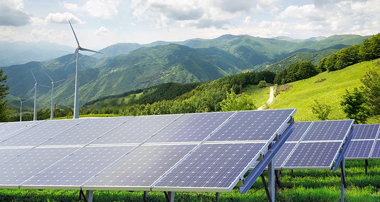 Strom im 1. Halbjahr zu 35% aus Erneuerbaren – PV-Zubau im Juni bei 206 MWp