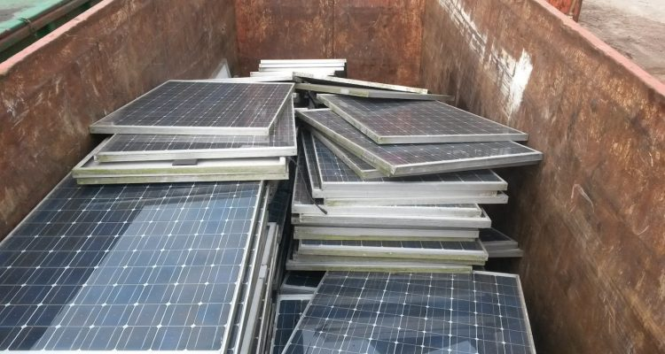 Recycling: Was tun mit alten Photovoltaik-Modulen?